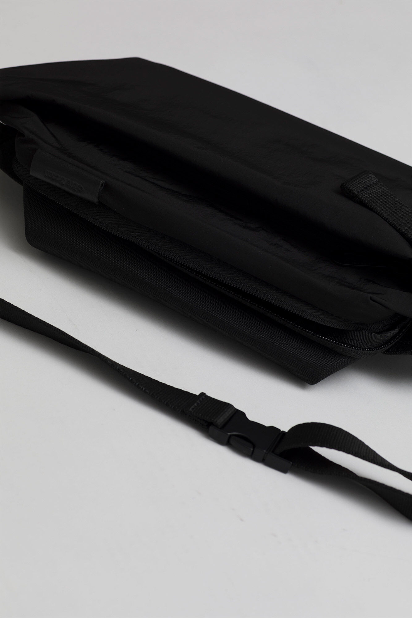 Isarau Small 28719, BLACK